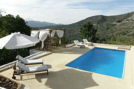 Beautiful and private villa. Wifi - Cartajima