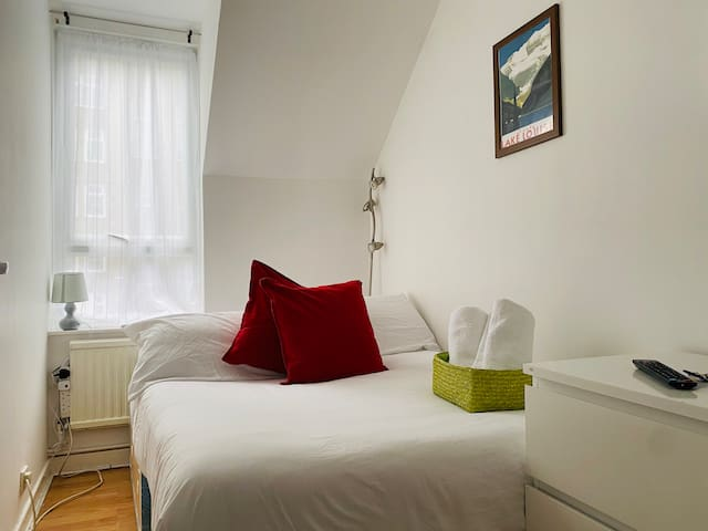 Good House Battersea Room 3