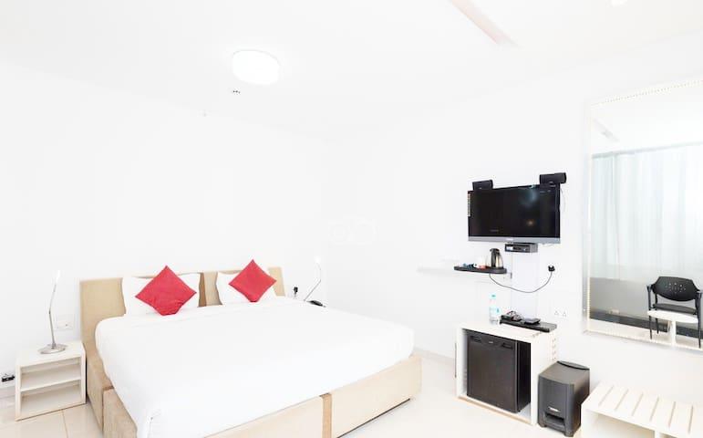 Hutllonn Rooms 200Mtrs To baga Beach FHR
