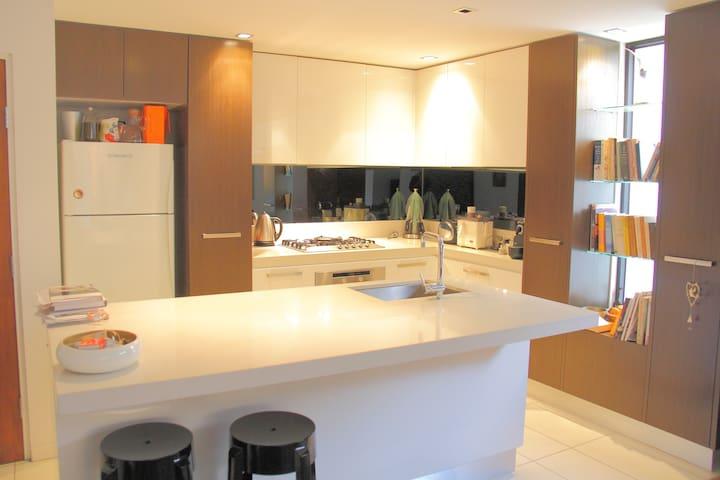 Luxury stylish chic new  apartment - Elwood - Rumah