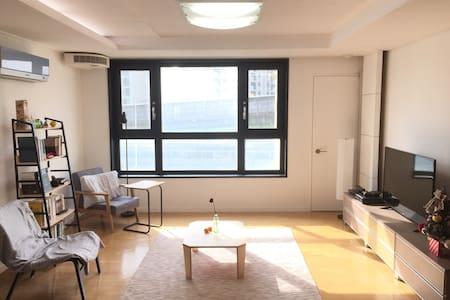 Cozy private room A near by Sindorim stn - Yeongdeungpo-gu
