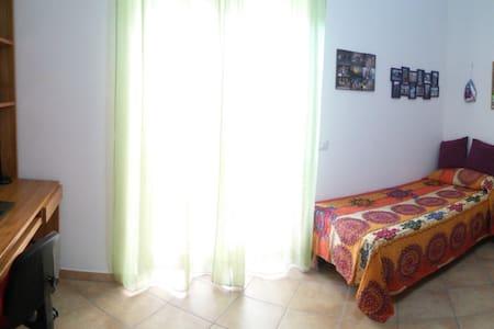 Luminosa stanza singola - Comfortable private room - Roma - Pis
