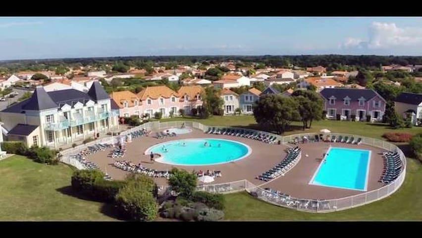 Port Bourgenay Maison proche mer piscine 6 pers