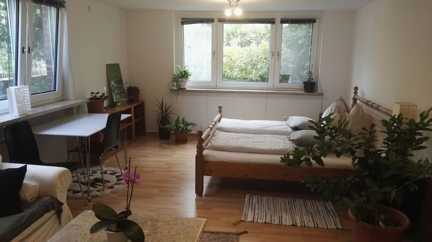 Charming room between campus & city - own bathroom
