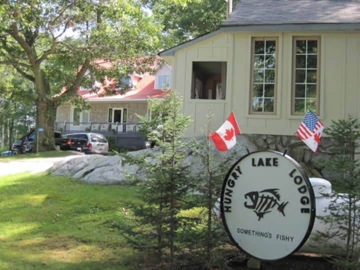 Hungry Lake Lodge - The Beaver Cottage