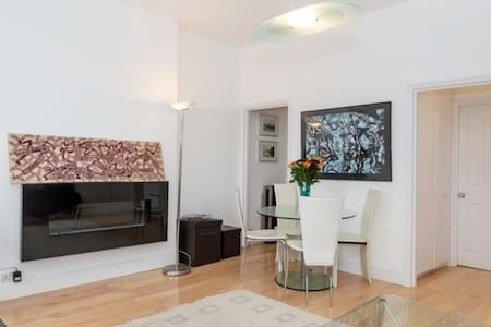 Bright, large studio flat Parliament Hill borders - Londres - Appartement