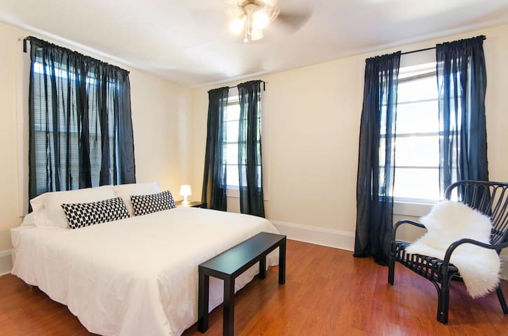 Quiet and Spacious Ybor City room - Tampa - House