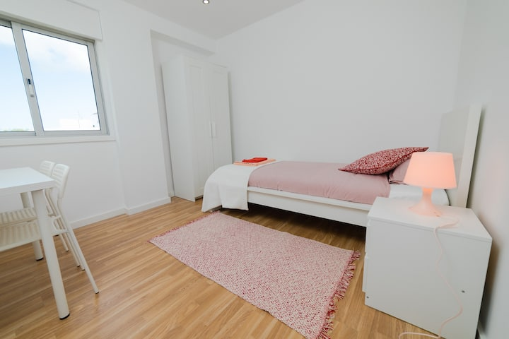 OPORTO Charming Stays - PINK Bedroom