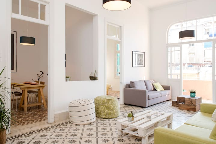 The pastel colors of the sofas, puffs and pillows create a bright and light aura.