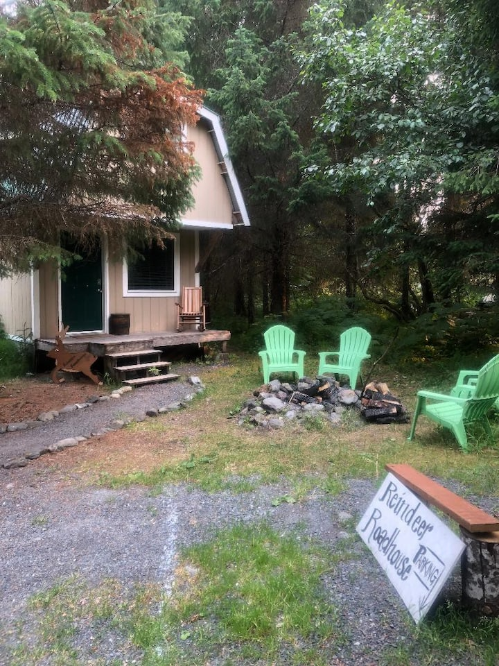 Charming Cabin with all the Conveniences!