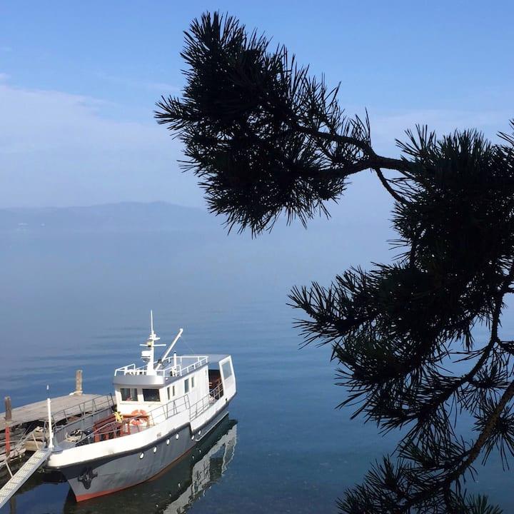 Walks Baikal by boat (walk on a boat on  Baikal