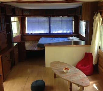 bungalow dans un havre de nature sauvage à Aix! - Aix-en-Provence - Mökki