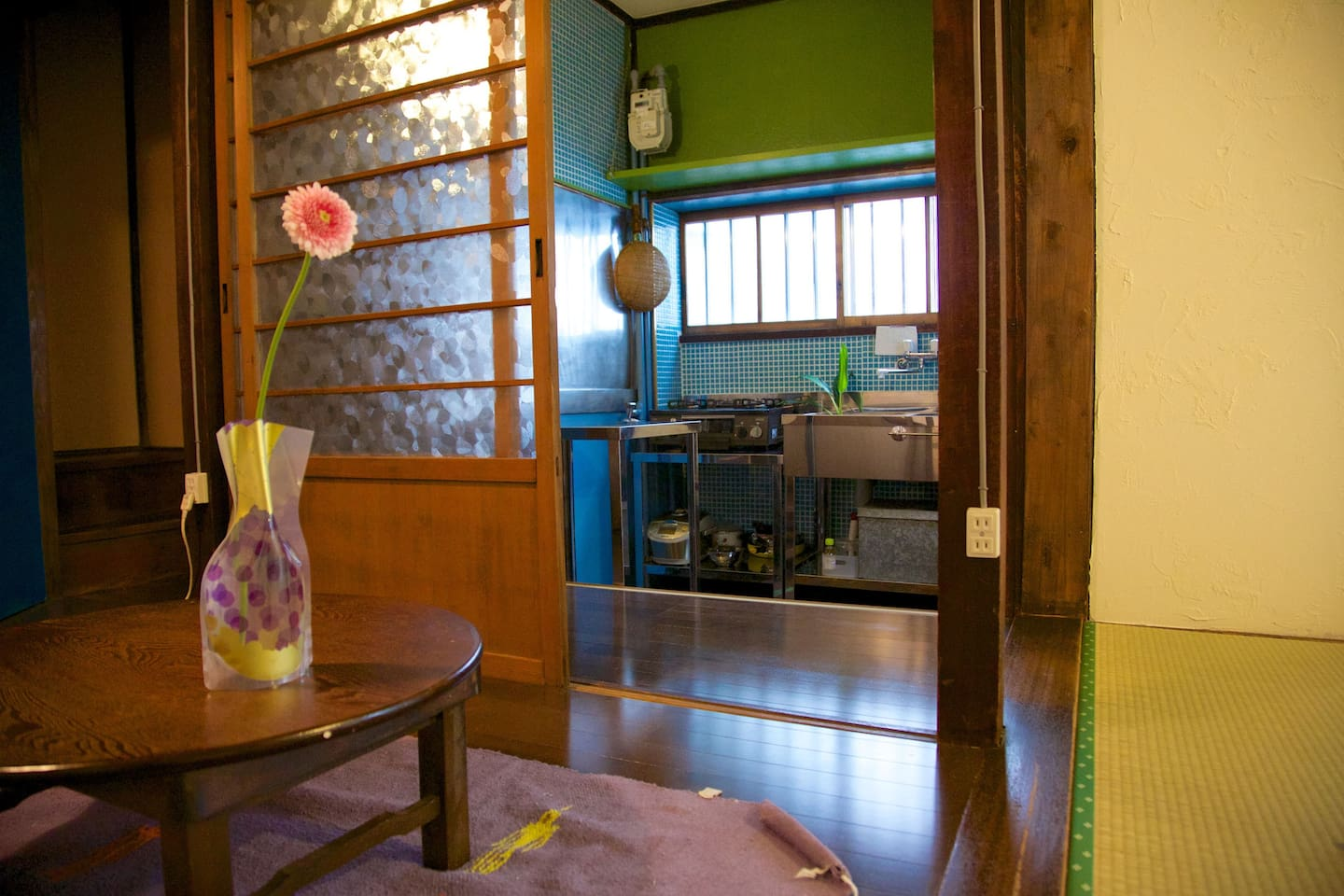 Living Table & Kitchen