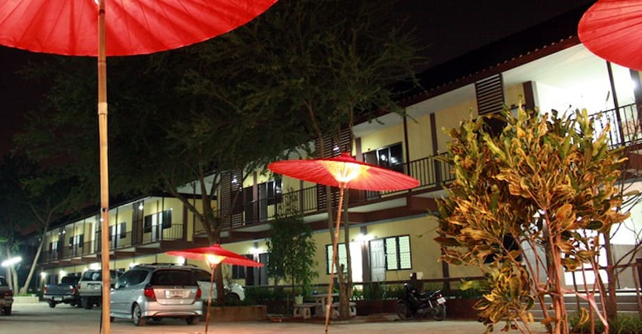 Twin Bedroom with Air-conditioning - San Kamphaeng - Penzion (B&B)
