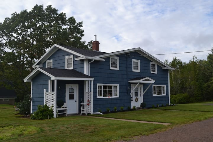 Cozy 3BDR Farmhouse in Kentville - Kentville - House