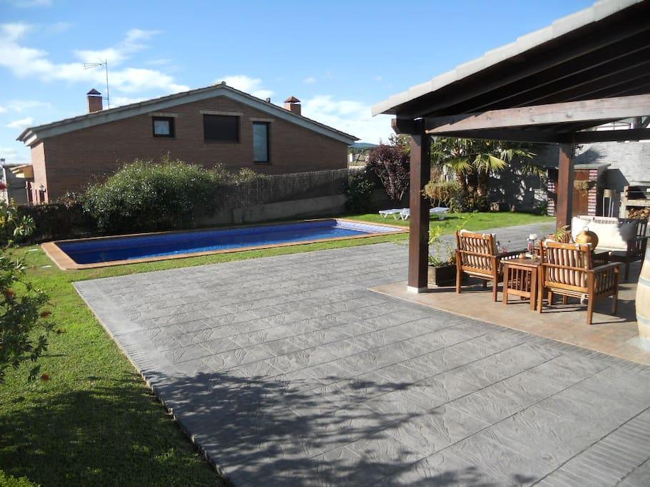 Maison avec piscine et jardin a cot de barcelona villas - Maison a louer avec jardin wasquehal dijon ...