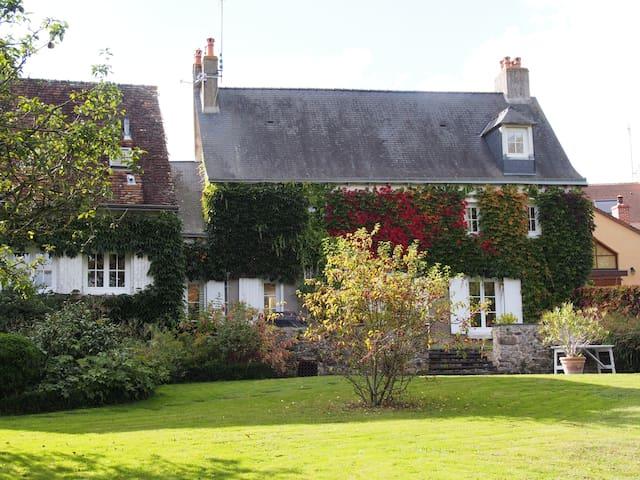 2 Chbres Maison charme bord rivière - Poillé-sur-Vègre - Pousada
