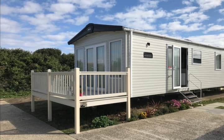 Beautiful Romney Sands Holiday Park Retreat