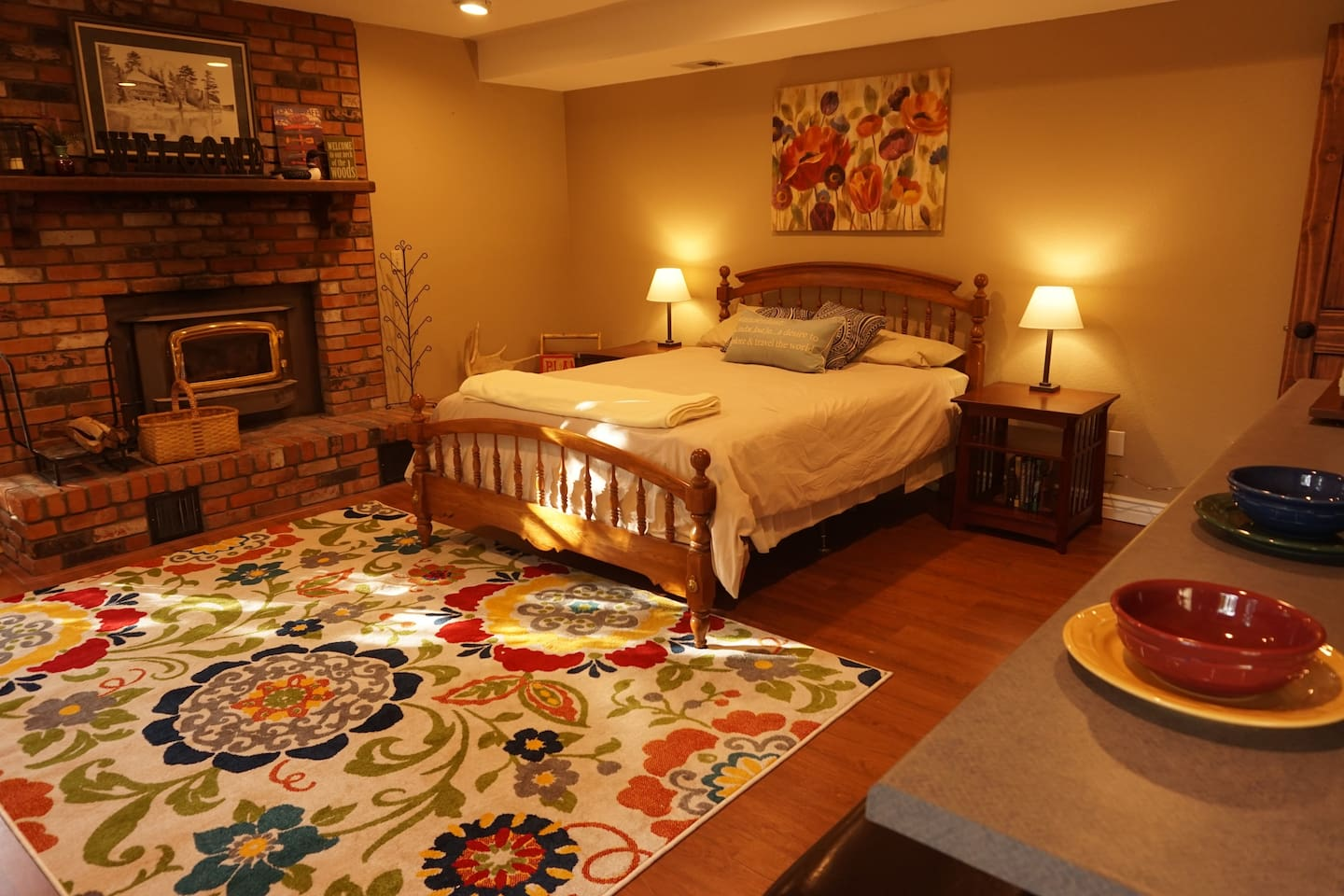 Enjoy this cozy efficiency suite as your base camp for any and all Flagstaff adventures.