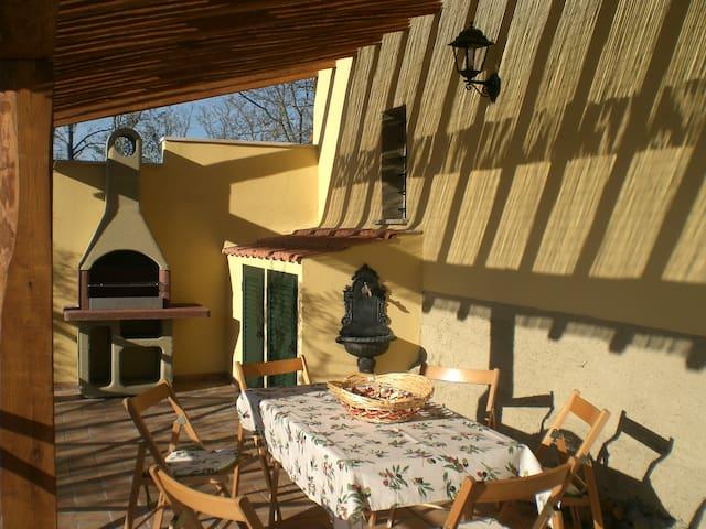 Chalet in villa a 3 km dal mare - Pescia Romana - Apartemen