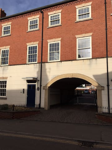 Town centre apartment with private parking. - Ashby-de-la-Zouch