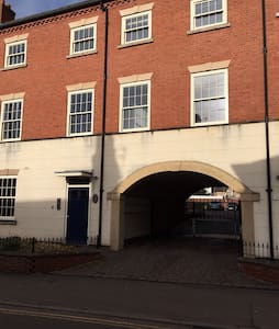 Town centre apartment with private parking. - Ashby-de-la-Zouch - Apartemen