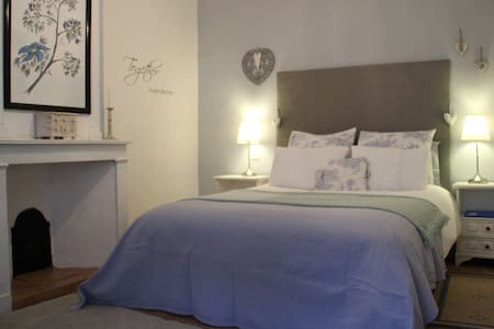 Boutique B&B near Beziers - Saint-Geniès-de-Fontedit