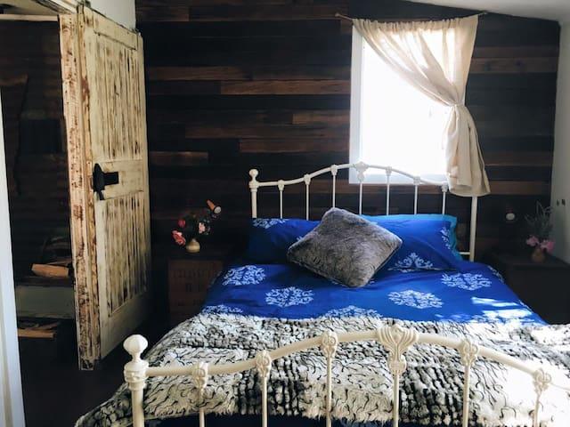 Bedroom.  Rosie Hardy Photography www.rosiehardy.com