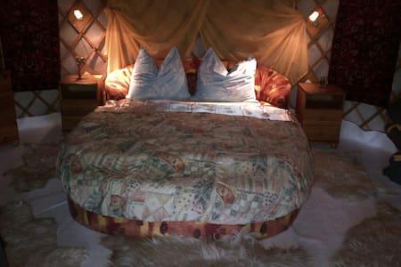 Almond Grove Yurt Hotel - Ábrahámhegy