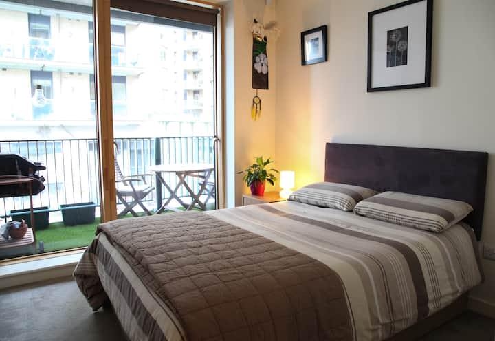 Modern Apt Double Room w/ En-suite