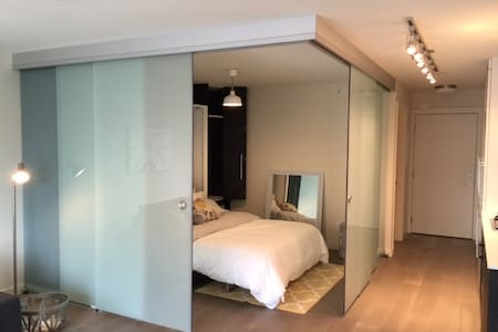 Modern new spacious studio near Chinatown/Gastown - Vancouver - Appartement