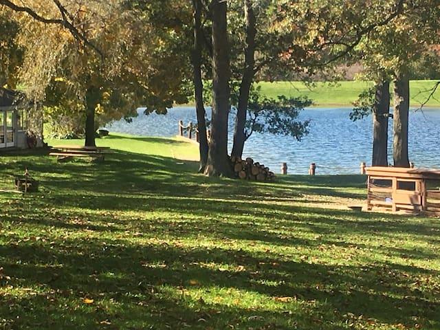 Haven Lake getaway retreat by Fontana/Geneva Lake