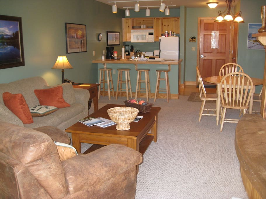 Roomy living/dining area