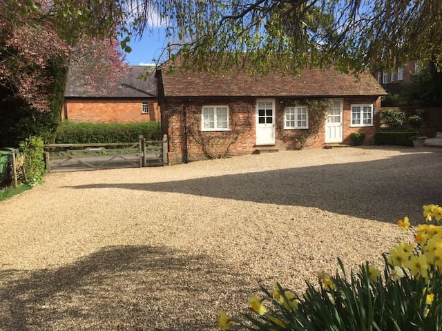 Charming one bedroom cottage - Mapledurwell - Cabin
