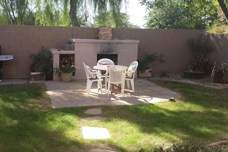 Red Door 4 bed in Litchfield Park - Litchfield Park - Hus