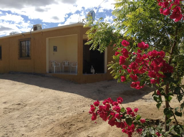 Two Bedroom House.2 Blocks to Beach - La Ventana - Casa