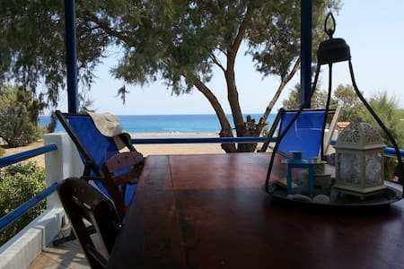 beachfront house Iremia - Gennadi