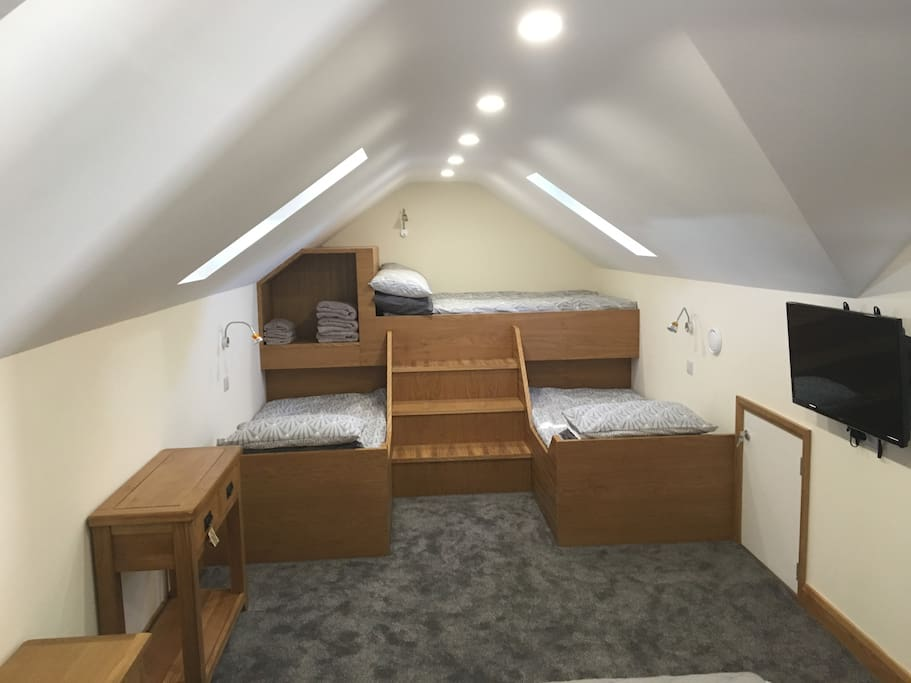 2 single and 1 double bunk