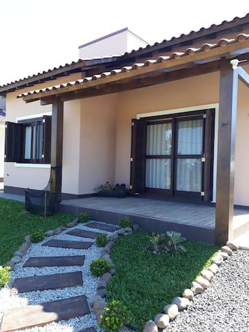 Casa nova com wi-fi em Balneário Gaivota, SC