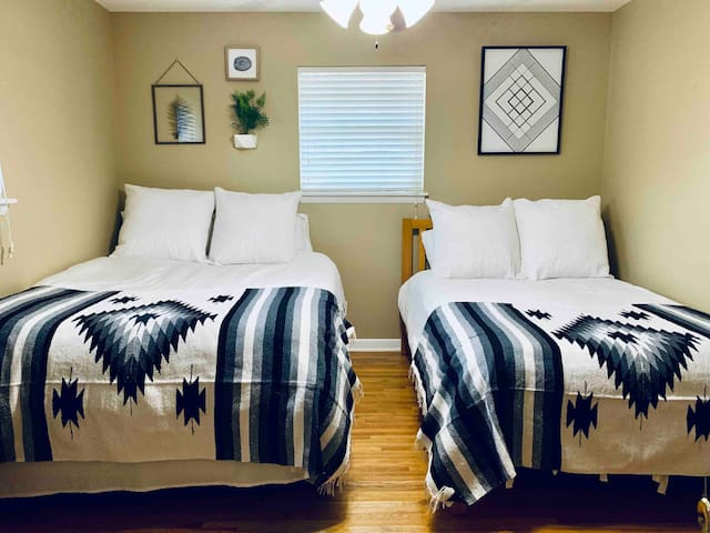 Convenient & Comfortable Room in Midtown
