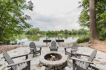 SLEEPS 9- Hepburn on the Lake- Firewood Included