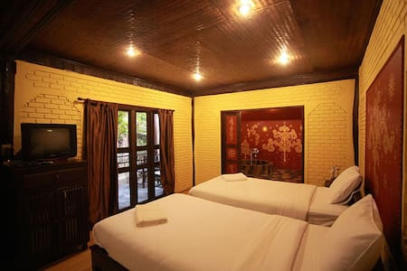 园景豪华双床间-带按摩浴缸 - Tambon San Sai Noi