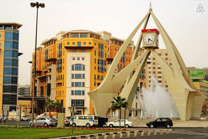 """Designer 2BR Emaar Al Buteen, 5 mins from Airport"" - Dubai - Apartment"