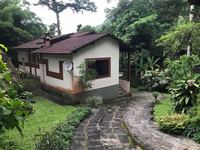 Casa na Serra de Teresópolis com cachoeira Privati