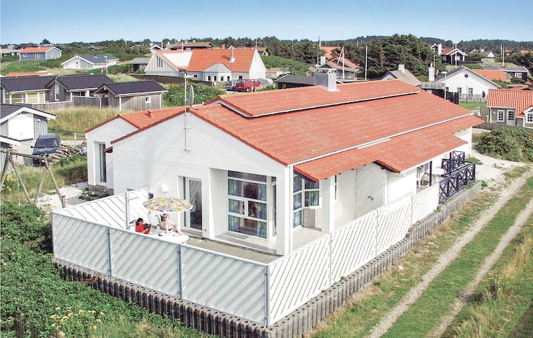 Holiday cottage with 5 bedrooms on 219m² in Blokhus