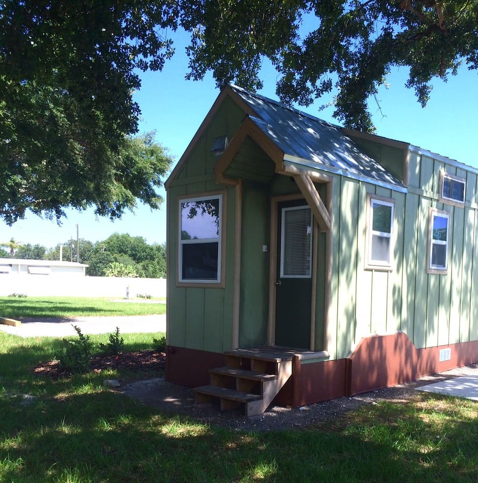 legoland lakefront tinyhouse w boat houses for rent in winter