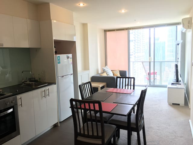 2BR+2Bath on 26th floor with balcony. Heart of CBD