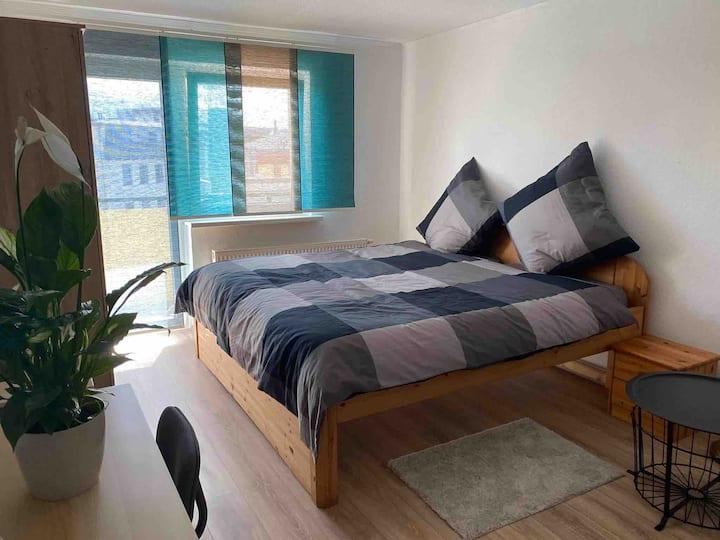 Top Lage: voll möblierte 3-Zimmer Wohnung + Balkon