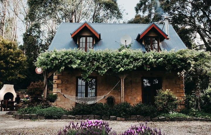 HIDEAWAY COTTAGE |Romantic getaway |Otway Views|Pizza Oven|