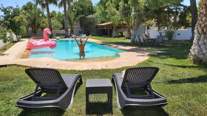 Villa Vivian- Cozy with large swimming pool